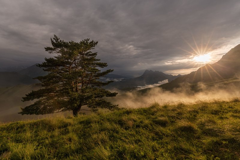 кавказ, горы, закат, ингушетия, туман, солнце, небо, тучи, природа, пейзаж, цейлом, цейлоам, altushkin.name Уходящее солнцеphoto preview