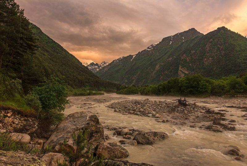 горы, закат, кавказ разлился розовым закат....photo preview