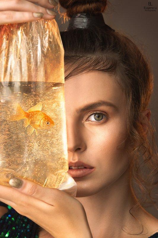 портрет, девушка Goldfishphoto preview