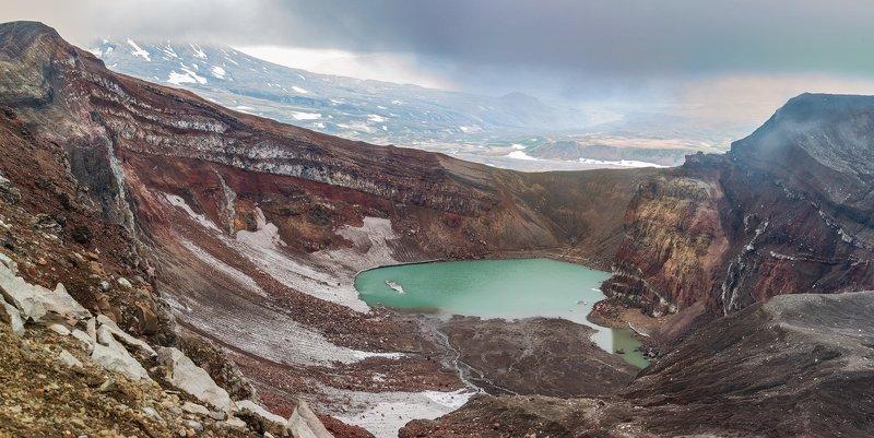 Камчатка, вулкан, Горелый, кратер, озеро  Кратерное озеро вулкана Горелый photo preview
