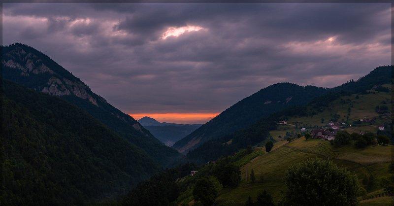 трансильвания, пейзаж, утро, горы, восход солнца Розовый рассвет в Трансильванииphoto preview