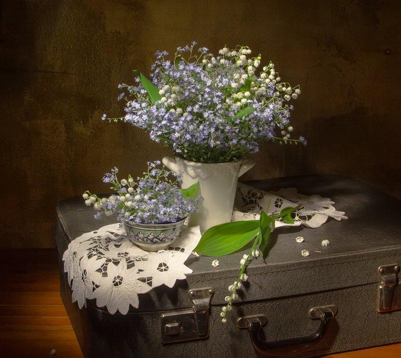 натюрморт, ландыши, незабудки, чемодан Чемоданное настроение:)photo preview
