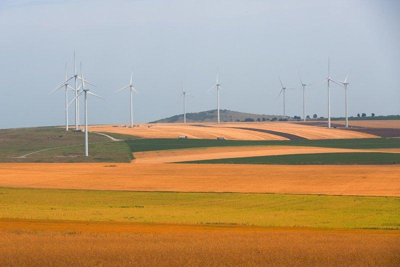 ветряки, ветрогенераторы, поле, пейзаж Один против всехphoto preview