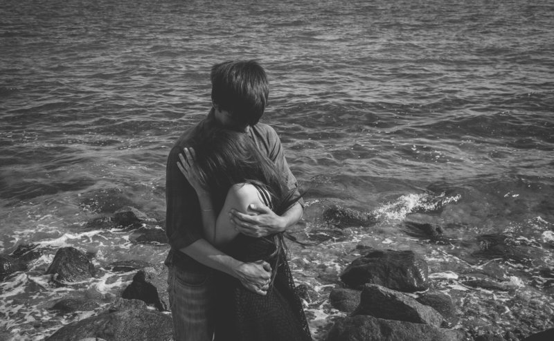 couple, black and white, girl and boy, ocean, romantic Safetyphoto preview