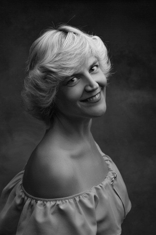 студия, женский портрет Есенияphoto preview