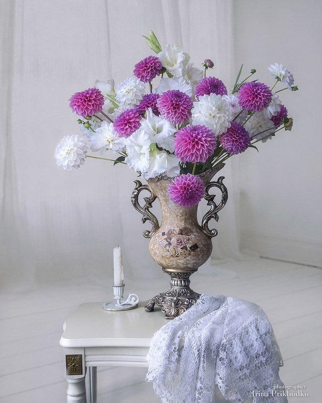 натюрморт, цветочный винтажный, букет, георгины Букет георгинphoto preview