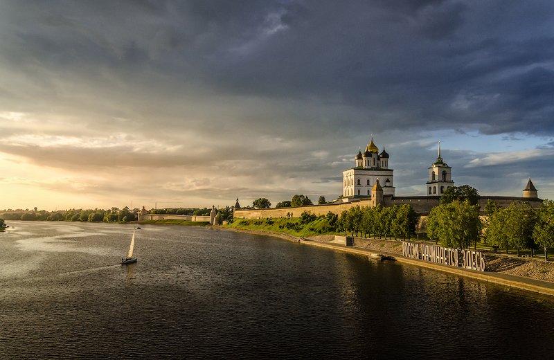 псков, река, великая, троицкийсобор Перед грозойphoto preview