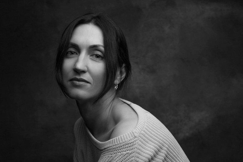 студия, женский портрет, чб Юлияphoto preview