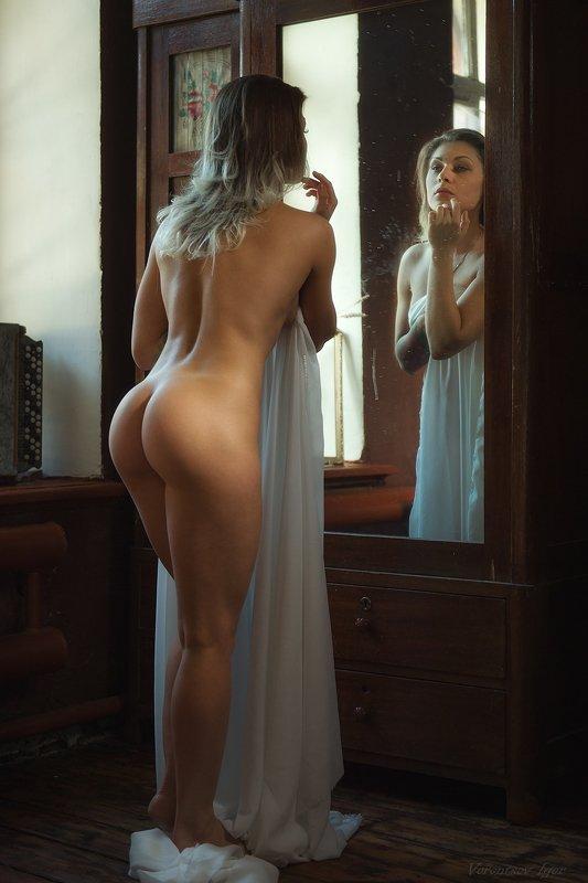 ню, девушка, грудь, обнажённая, красивая, окно, зеркало, винтаж photo preview