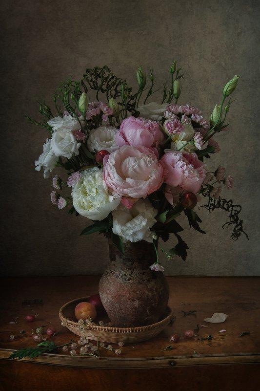 натюрморт, цветы, пионы, эустома, ягода, смородина, крыжовник Цветы и ягодыphoto preview
