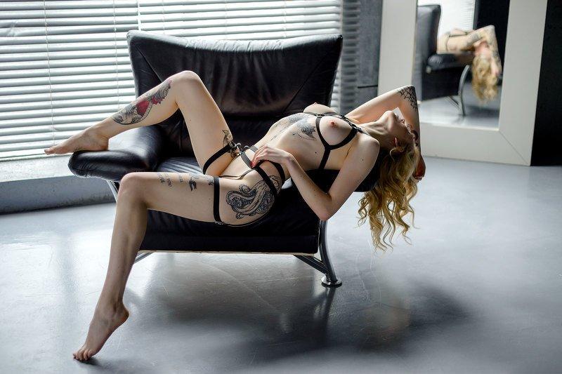 девушка, блондинка, тату, татуировка, кресло, girl, blond, tatoo model, tatoo Dariaphoto preview