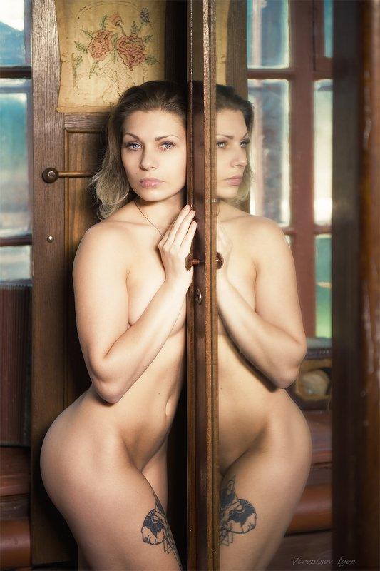 ню, девушка, грудь, обнажённая, красивая, окно,  винтаж photo preview