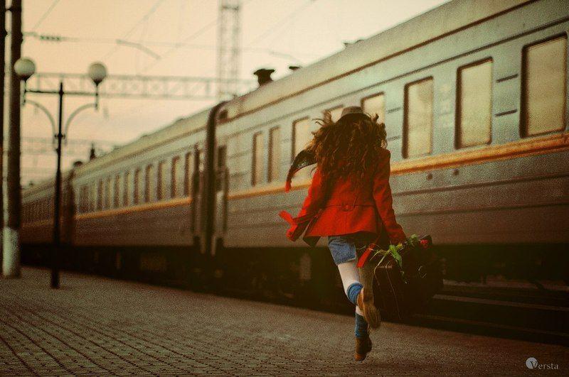город, она, одиночество, страх, побег, поезд, цветок, любовь на всречу ему...photo preview