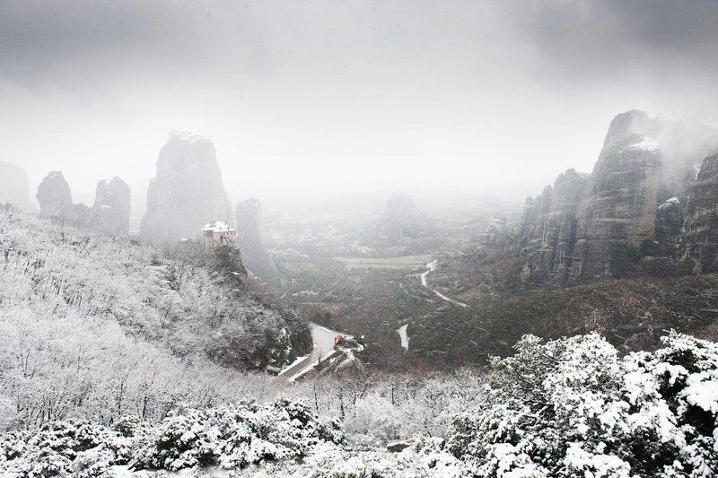 meteora, greece, snow Snowing in Meteora, Greecephoto preview