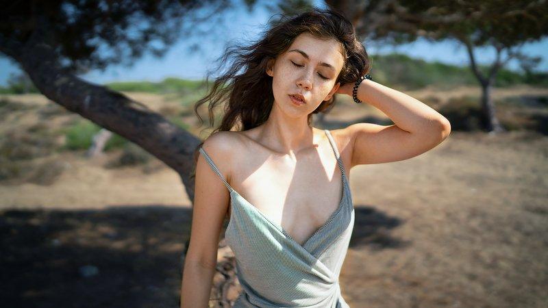 портрет, модель, саванна, ветерок, ветер, платье, ню, легкая эротика, нежность, мягкость, красота, девушка, лето, солнце, жара, тепло ветер саванныphoto preview