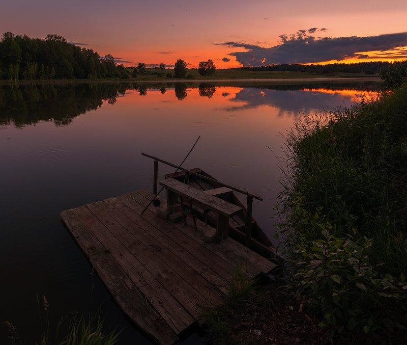 рыбак, рыбалка, инвентарь От рассвета до заката инвентарь ждет своего рыбакаphoto preview