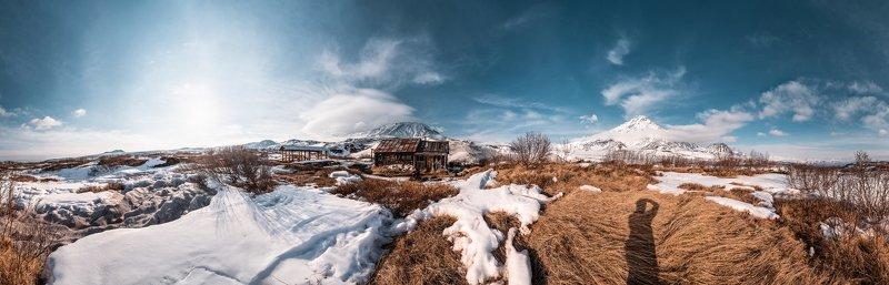 Камчатка, Толуд, вулканы Весна у избы Толудphoto preview