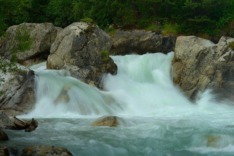 горы лето кавказ река водопад маруха Бурный потокphoto preview