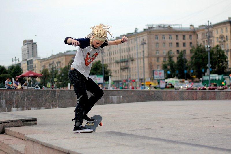 девушка, город, скейт, стрит скейтершаphoto preview