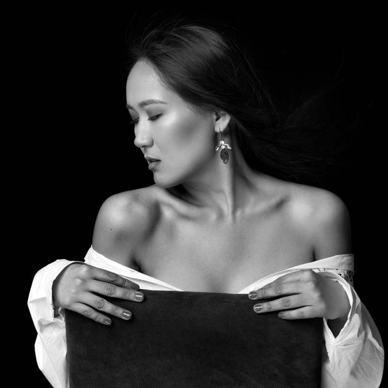 beauty, beauty photographer, model, headshot, closeup, makeup, long hair, eyes, facial, photographer, photography, hasselblad Aidanaphoto preview