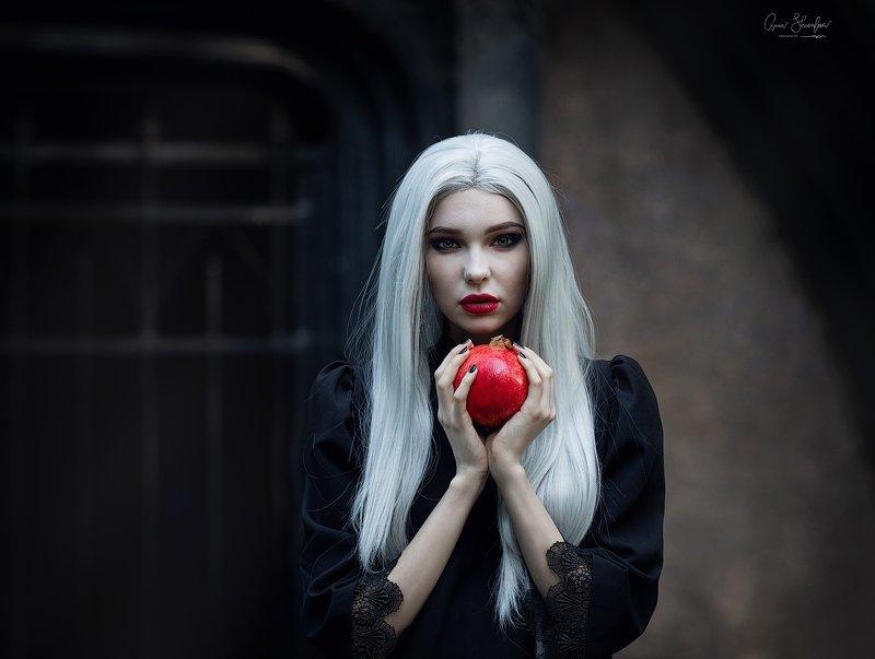 портрет красота девушка арт с той стороныphoto preview