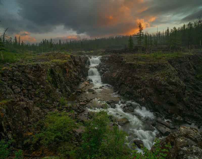 Фототуры с Владимиром Рябковым, плато Путорана, водопады. Ночной водопад. Плато Путорана.photo preview