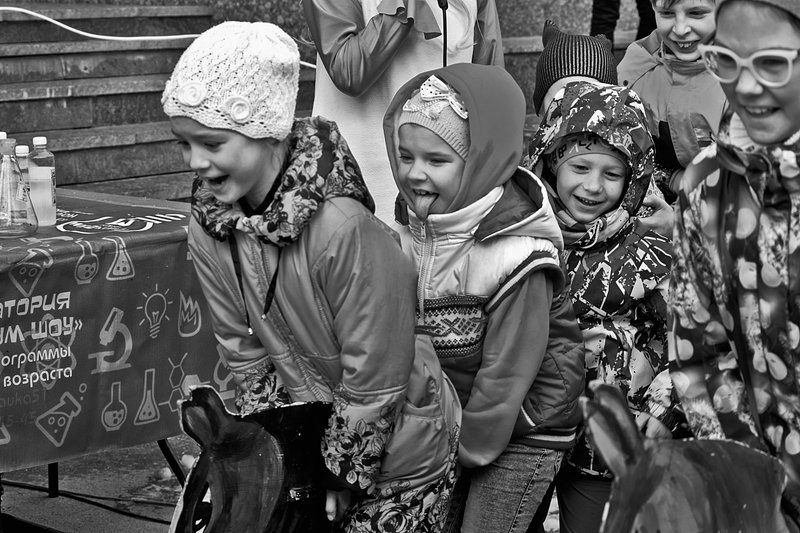 детвора, дети, праздник, лето, чб, апатиты Веселая эстафетаphoto preview
