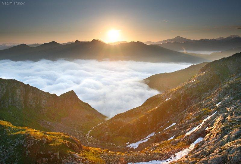 Восход в горах Кавказаphoto preview