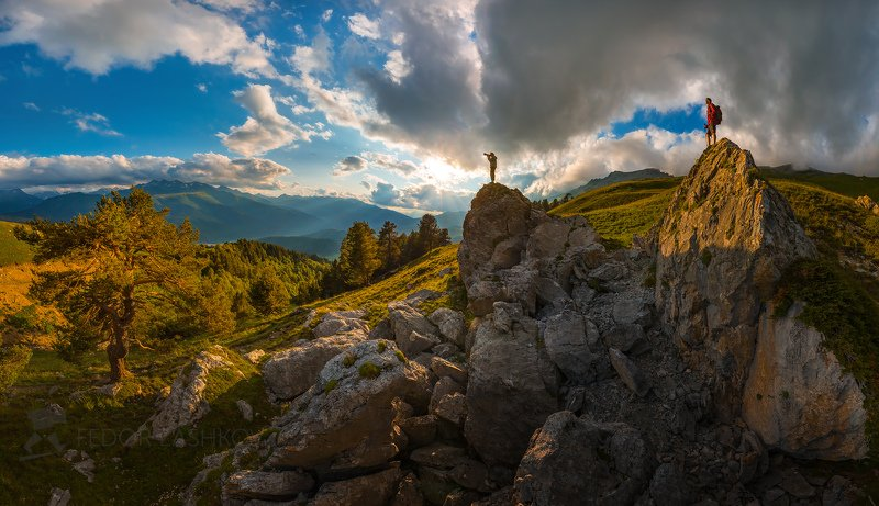 архыз, западный кавказ, горы, скалы, закат, лето, турист, путешествие, облака, тучи, сосна, хребет, камни, человек, туризм, Просторы Архызаphoto preview