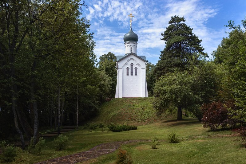 парк, часовня, лето, православие Часовня в парке.photo preview