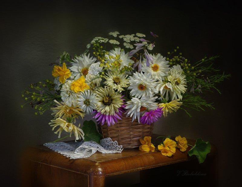 натюрморт,цветы,лето,белый,фон,вера павлухина, Июльский букетphoto preview