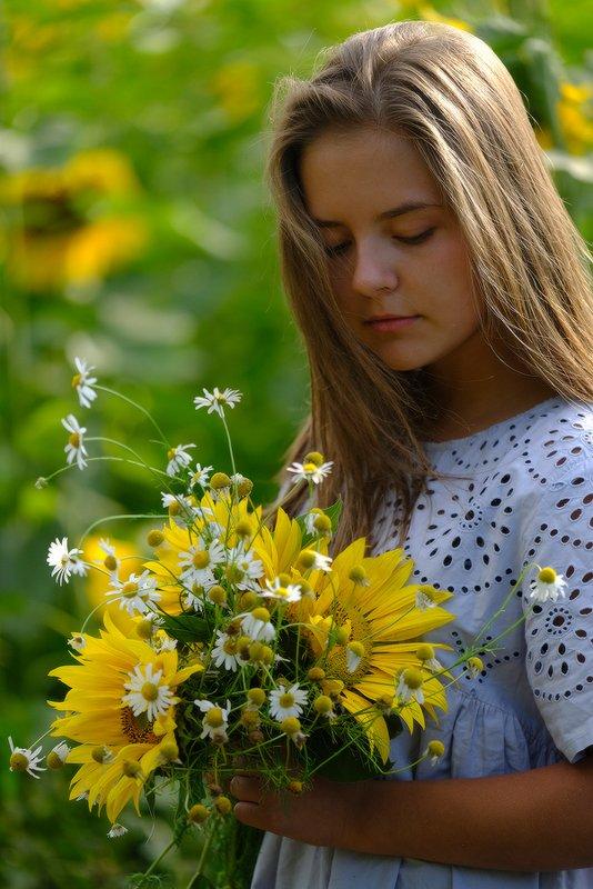 Девочка-летоphoto preview