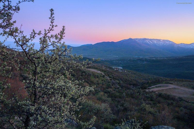 крым, закат, демерджи, вечер, горы, весна, апрель Вечерняя заряphoto preview