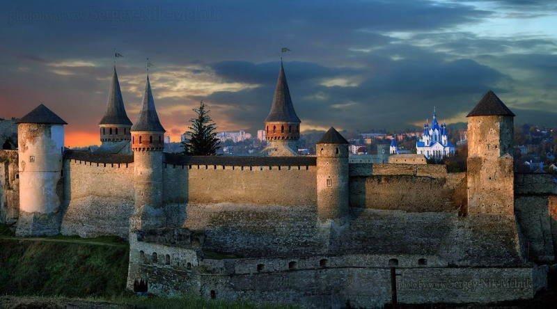 украина, каменец-подольский Панорама Каменец-Подольской крепости на закатеphoto preview