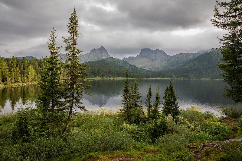 природный парк ергаки, озеро светлое, западный саян, горы, ели, пики, птица, звездный, лето, тучи, отражения Озерцо с переменчивым настроением...photo preview