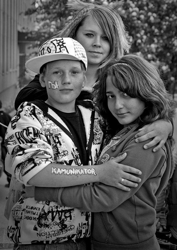 девочки, мальчик, чб, апатиты Коммуникаторphoto preview