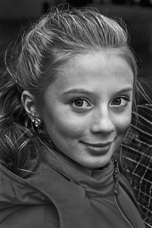 портрет, девочка, глаза, взгляд, чб, москва, апатиты Очаровашкаphoto preview