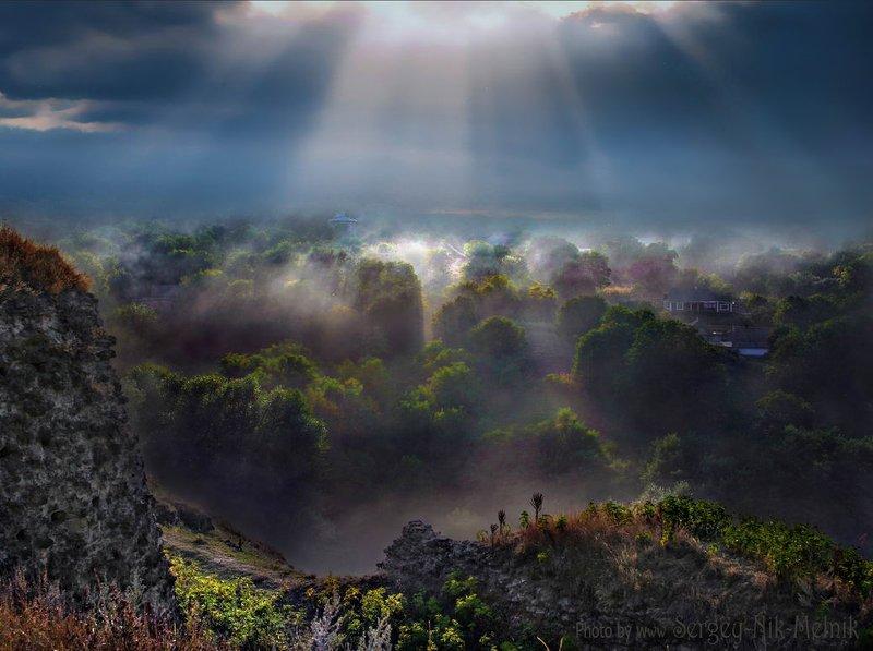 украина, хотин, подгорцы, замки, крепость,  олеско, свирж Луч света над Хотинской фортециейphoto preview