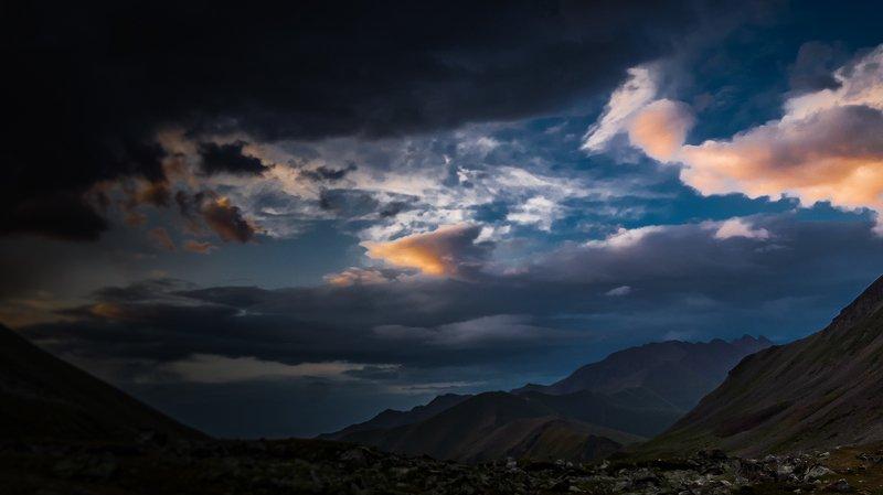 Кавказ, горы, закаты Так уходил ещё один день нашего круиза по Кавказу.photo preview