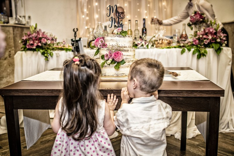 #wedding, #cake, #moments, #children, #party, #love, #sweet, #beauty a wedding cakephoto preview