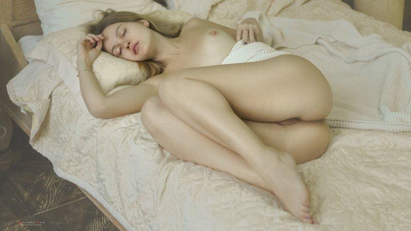 фотосессия ню иева сон спит кровать обнаженная Сон. За секунду до пробужденияphoto preview
