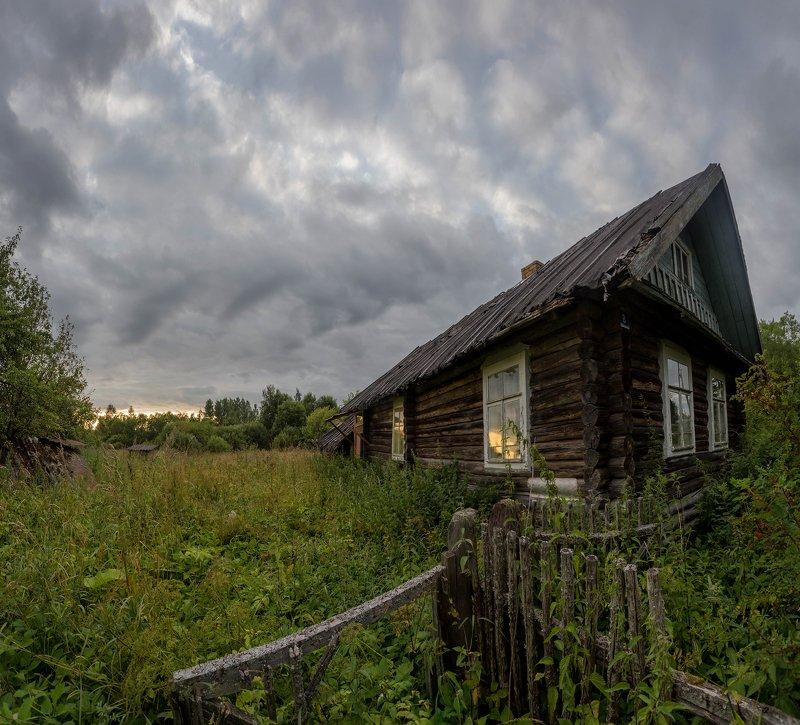 деревня, заброшенный, россия, закат, небо, дом, новгородская Отражался в окнах закатphoto preview
