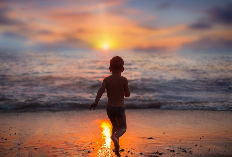 закат ребенок счастье море  детствоphoto preview