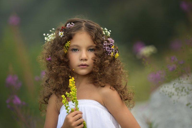 девочка, лето, в горах, детская фотография, детство, горы, цветы, цветы в волосах Девочка-Летоphoto preview