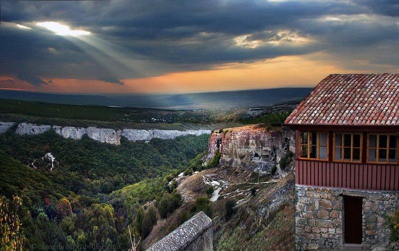 крым, чуфут-кале Луч света над Крымомphoto preview