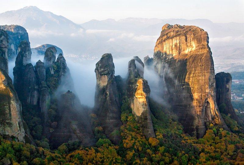 горы, туман, утро, метеоры Когда просыпаются дракончики в Метеорах)photo preview
