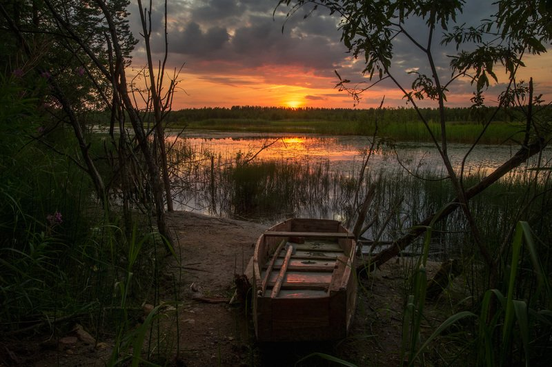 закат озеро лодка Плоскодонка на озереphoto preview