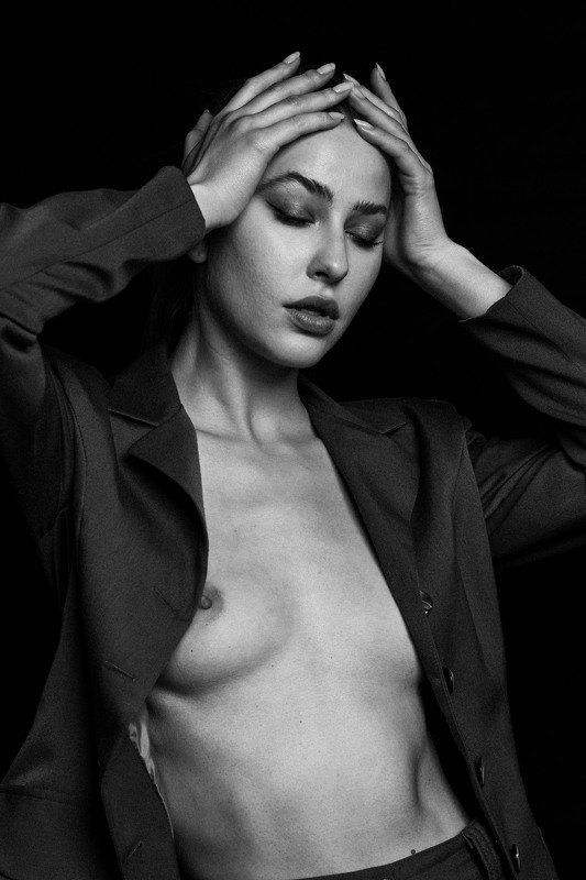 nude, portrait, girl, model, black and white Layla.photo preview