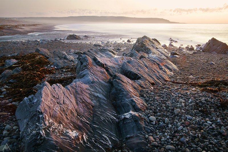 север, рыбачий, скорбиевка, берег, камни Розовая ночьphoto preview
