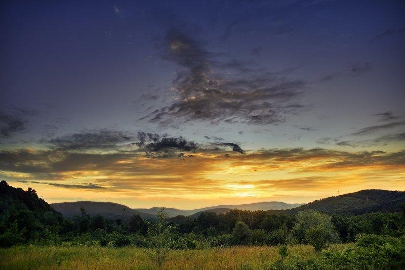 рассвет, солнце, облака, горы, деревья, без людей, sunset, sun,tree, cloud Рассвет по дороге домойphoto preview